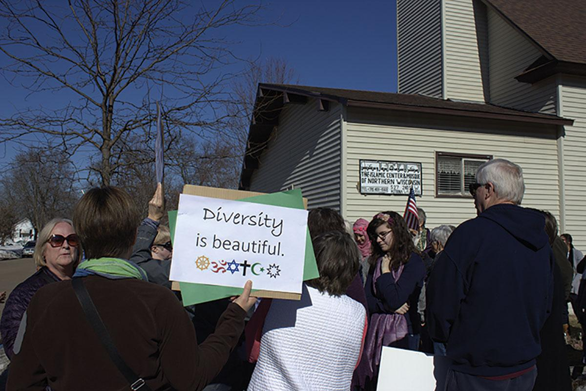 """Positive picket"" crowd members gather in front of the Altoona Mosque holding signs and demonstrating support.© 2017 Lara Bockenstedt"