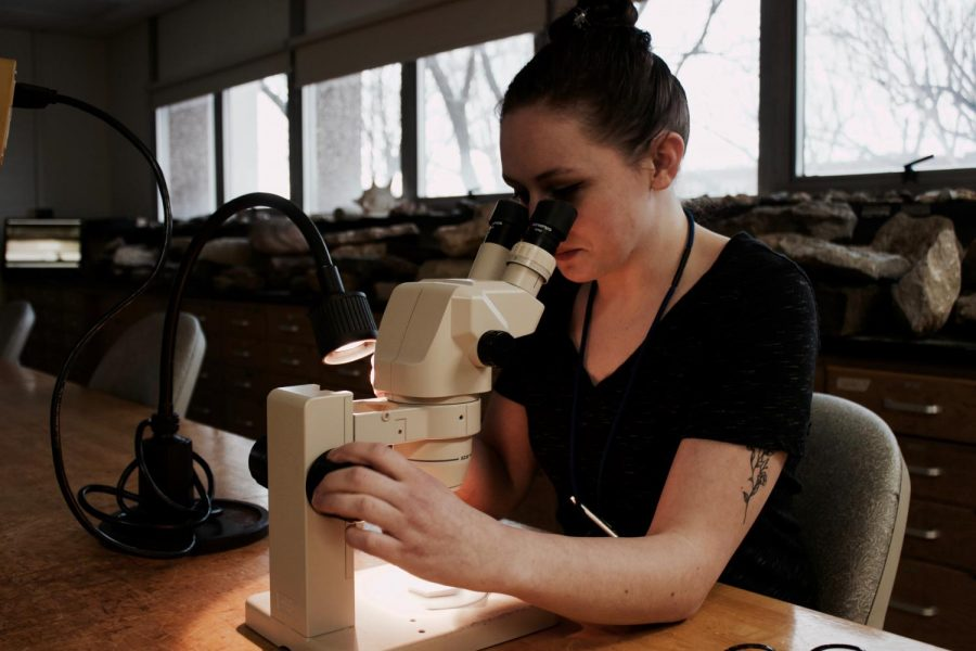 UW-Eau Claire geology student, Makayla Chandler, studies grains of sand through a microscope in the geology lab. © 2018 Allison Anhalt