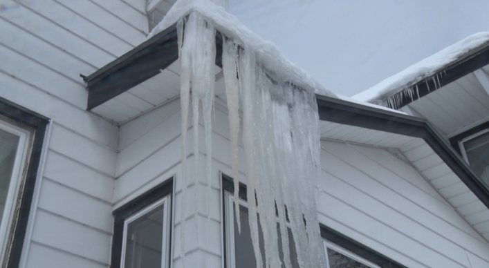 Ice dams on Chippewa Valley homes and businesses clog roofs, indicate heat loss
